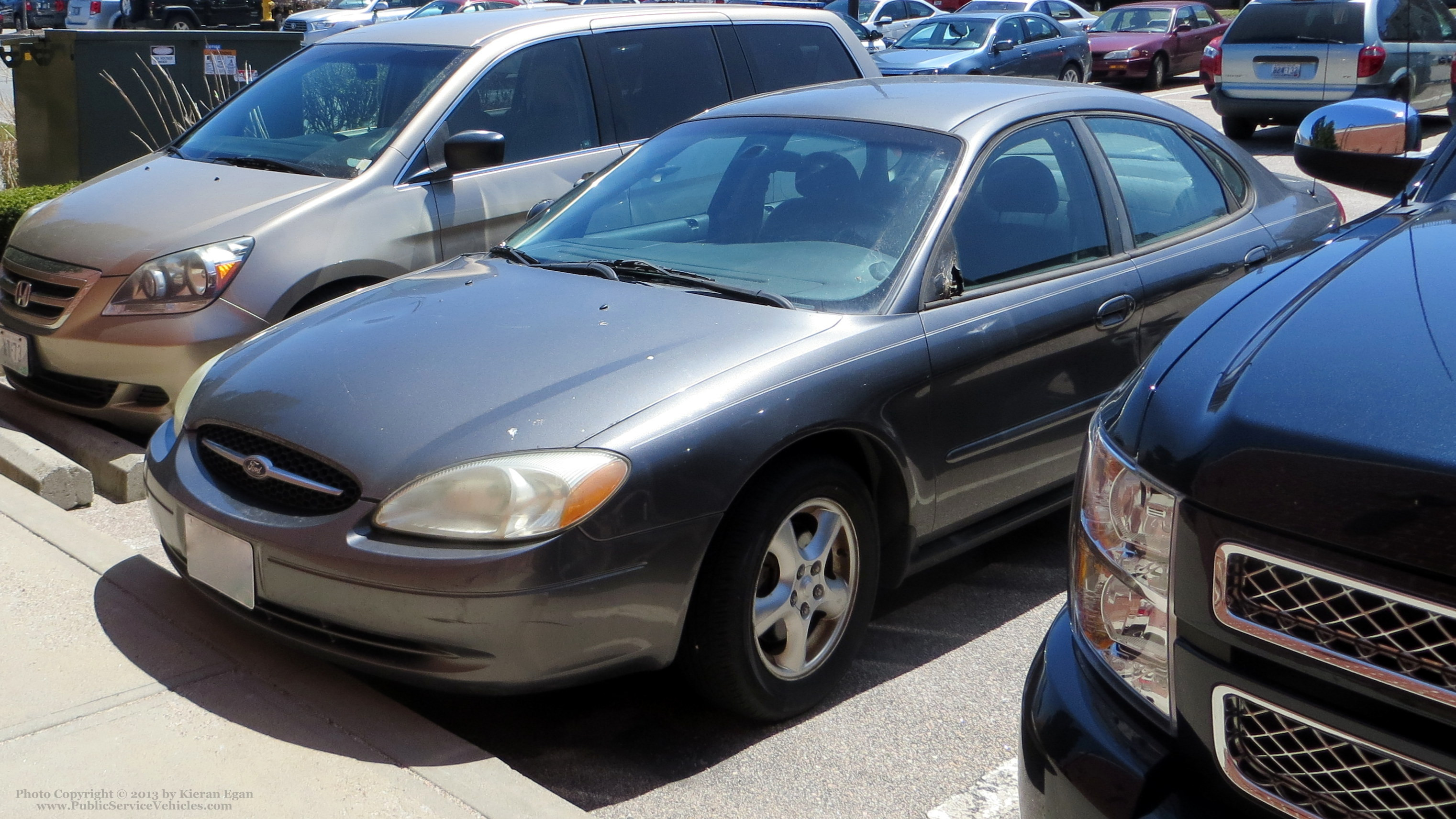 A photo  of Rhode Island State Police             Unmarked Unit, a 2000-2003 Ford Taurus             taken by Kieran Egan