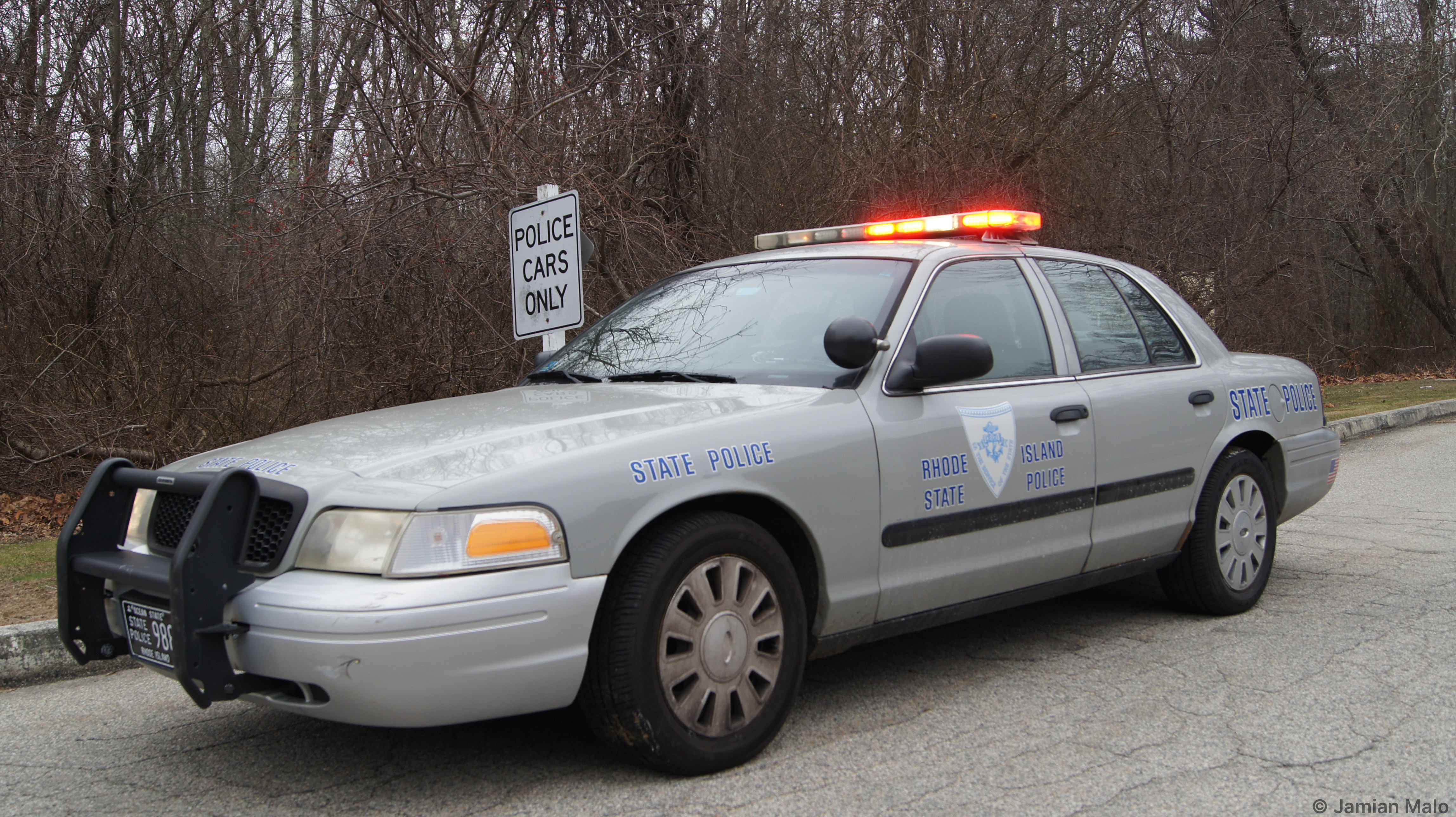 A photo  of Rhode Island State Police             Cruiser 988, a 2006-2008 Ford Crown Victoria Police Interceptor             taken by Jamian Malo